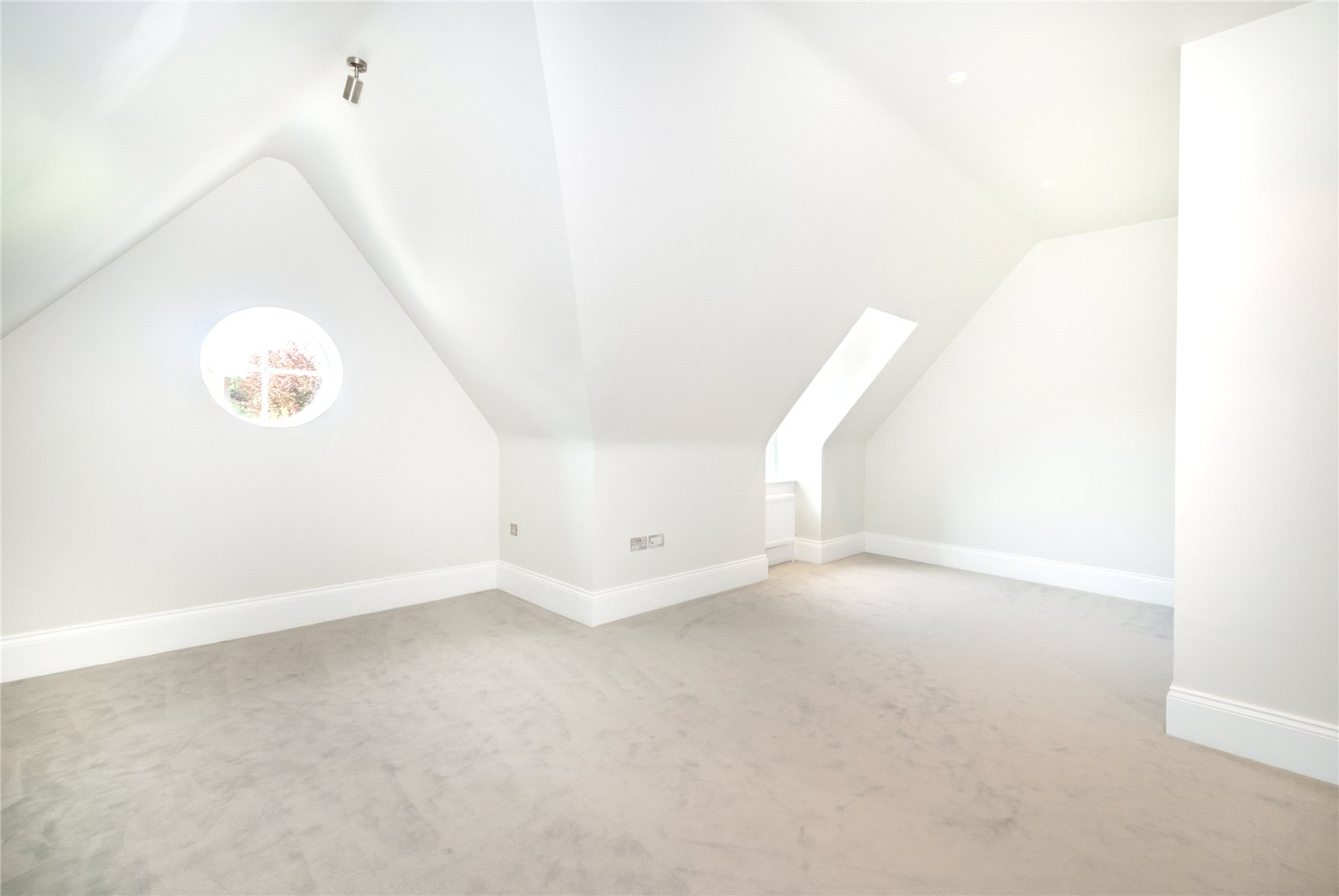 Additional photo for property listing at Refined II, South Park Drive, Gerrards Cross, Buckinghamshire, SL9 Gerrards Cross, Inglaterra