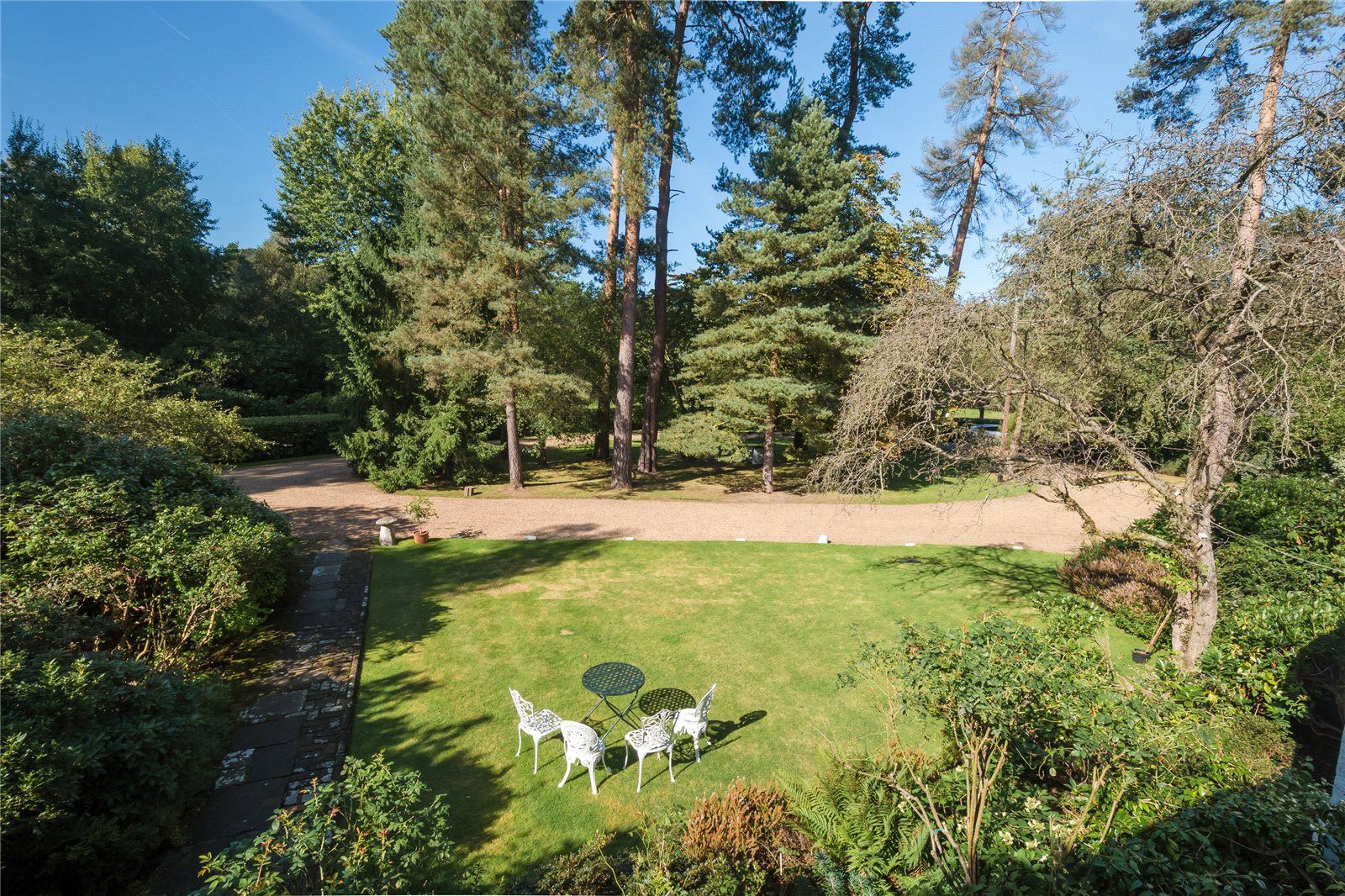 Additional photo for property listing at Stoke Common Road, Fulmer, Buckinghamshire, SL3 Fulmer, Angleterre