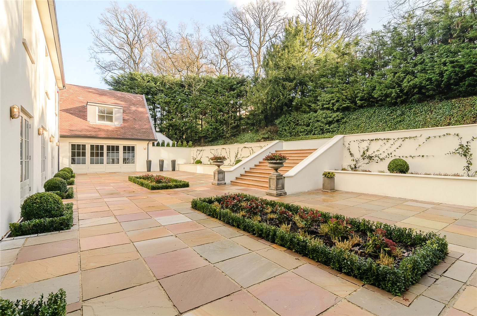 Additional photo for property listing at Camp Road, Gerrards Cross, Buckinghamshire, SL9 Gerrards Cross, Αγγλια