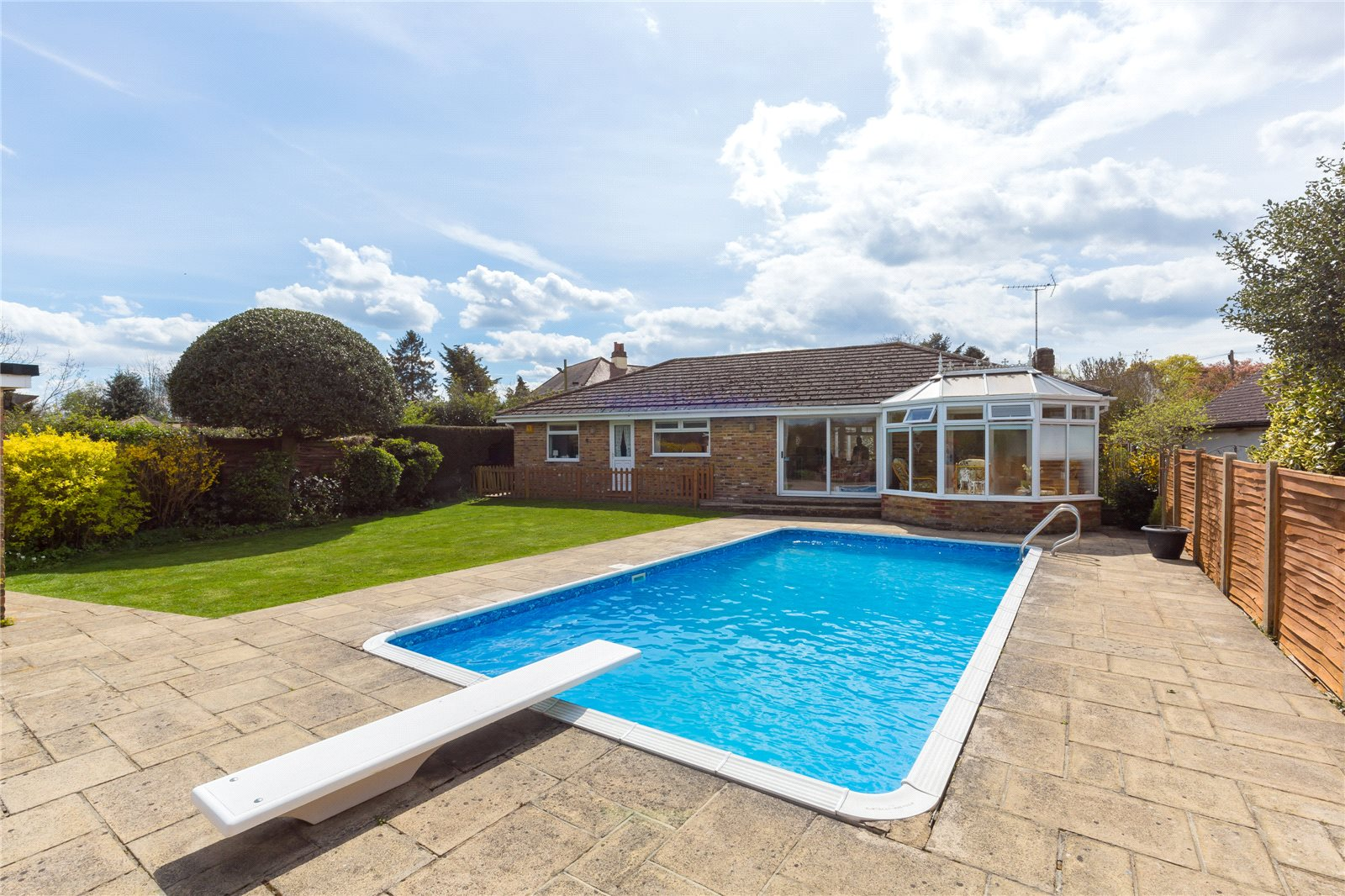 Additional photo for property listing at Denham Lane, Chalfont St Peter, Buckinghamshire, SL9 Chalfont St Peter, Ingiltere