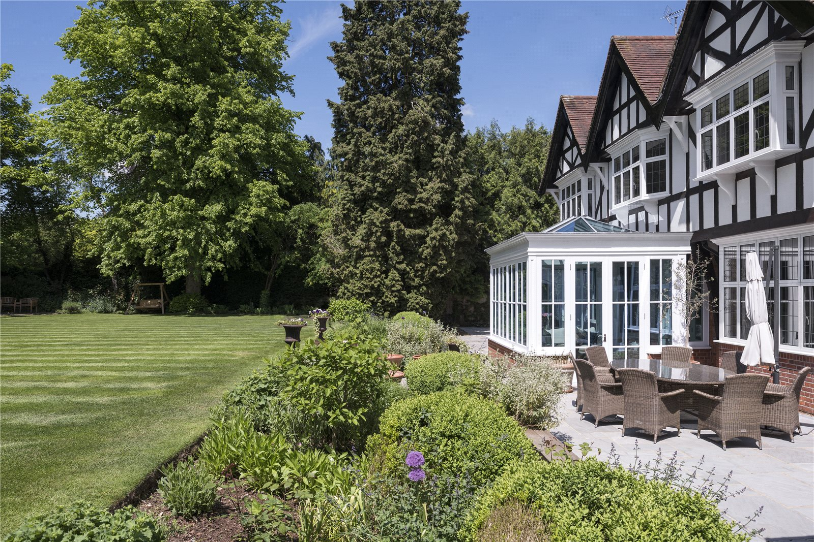 Additional photo for property listing at North Park, Gerrards Cross, Buckinghamshire, SL9 Gerrards Cross, 英格兰