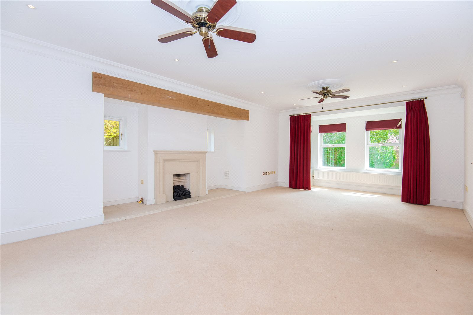 Additional photo for property listing at Stoneyfield, Gerrards Cross, Buckinghamshire, SL9 Gerrards Cross, England