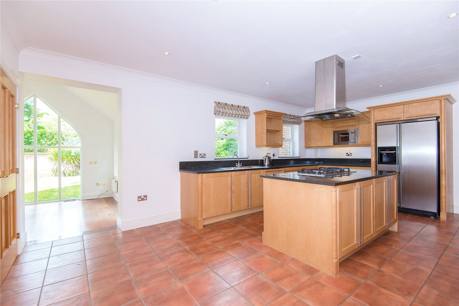 Additional photo for property listing at Stoneyfield, Gerrards Cross, Buckinghamshire, SL9 Gerrards Cross, Англия