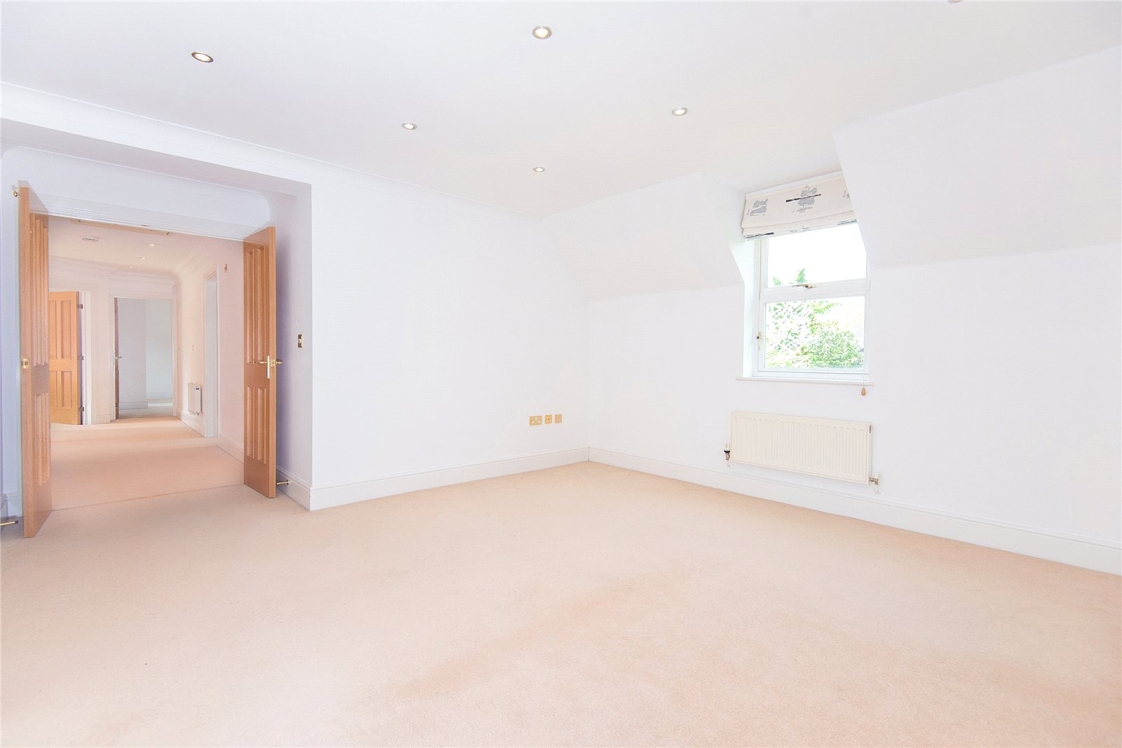 Additional photo for property listing at Stoneyfield, Gerrards Cross, Buckinghamshire, SL9 Gerrards Cross, Αγγλια