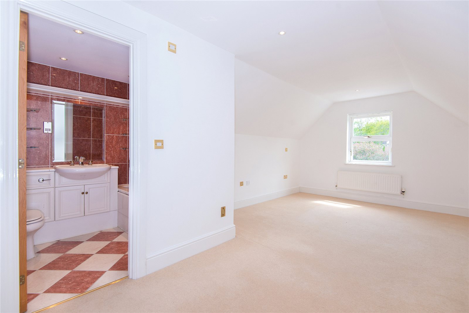 Additional photo for property listing at Stoneyfield, Gerrards Cross, Buckinghamshire, SL9 Gerrards Cross, Inglaterra