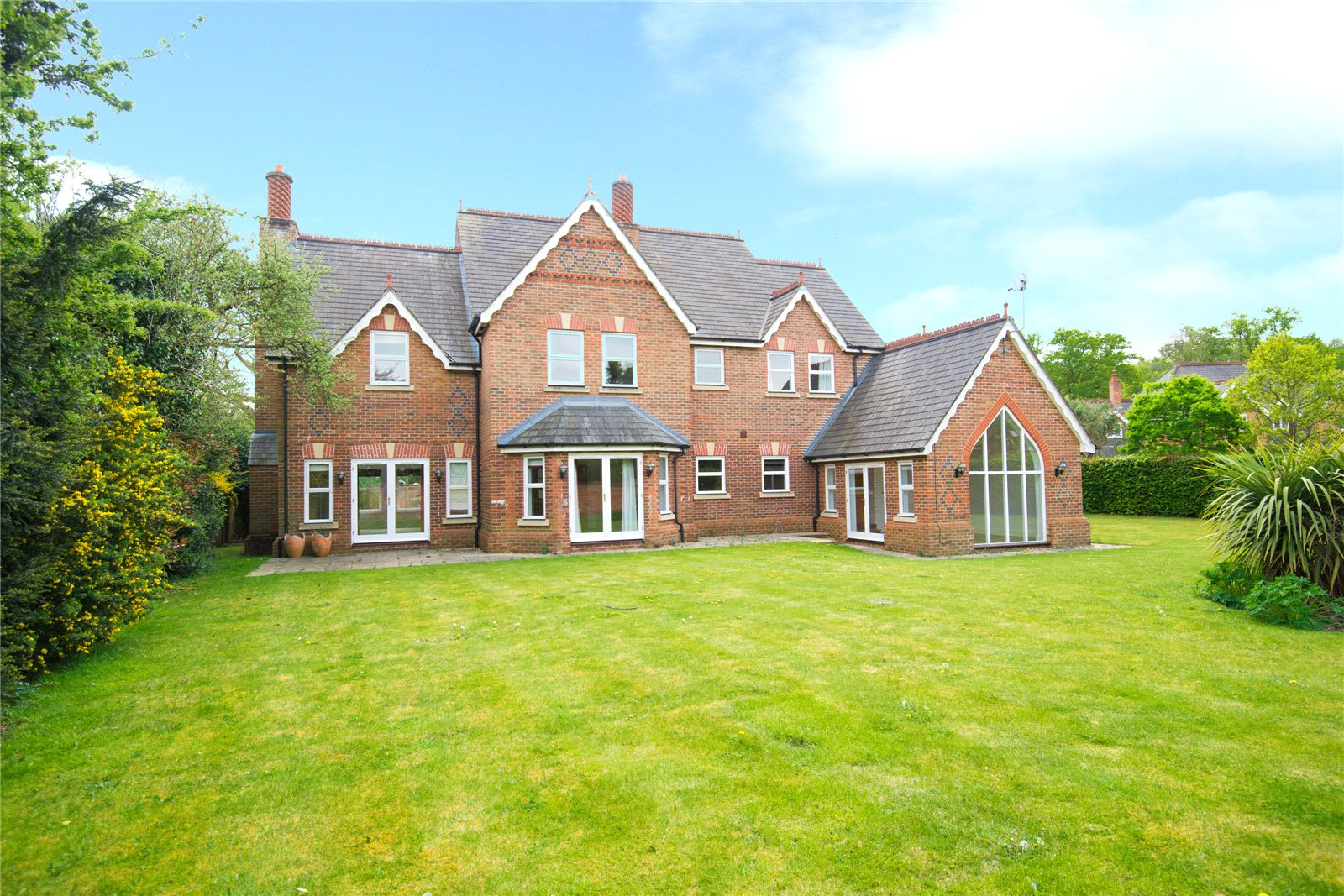 Single Family Home for Sale at Stoneyfield, Gerrards Cross, Buckinghamshire, SL9 Gerrards Cross, England