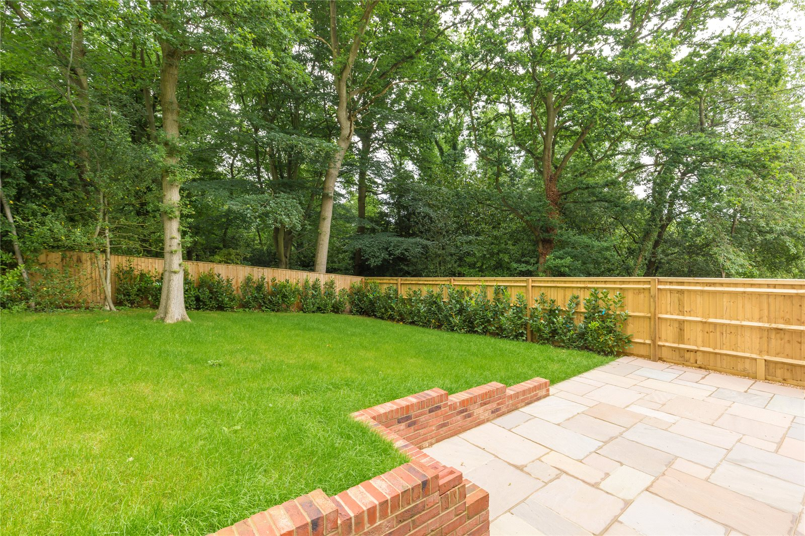 Additional photo for property listing at Strawberry Hill, Gerrards Cross, Buckinghamshire, SL9 Gerrards Cross, Anh Quốc