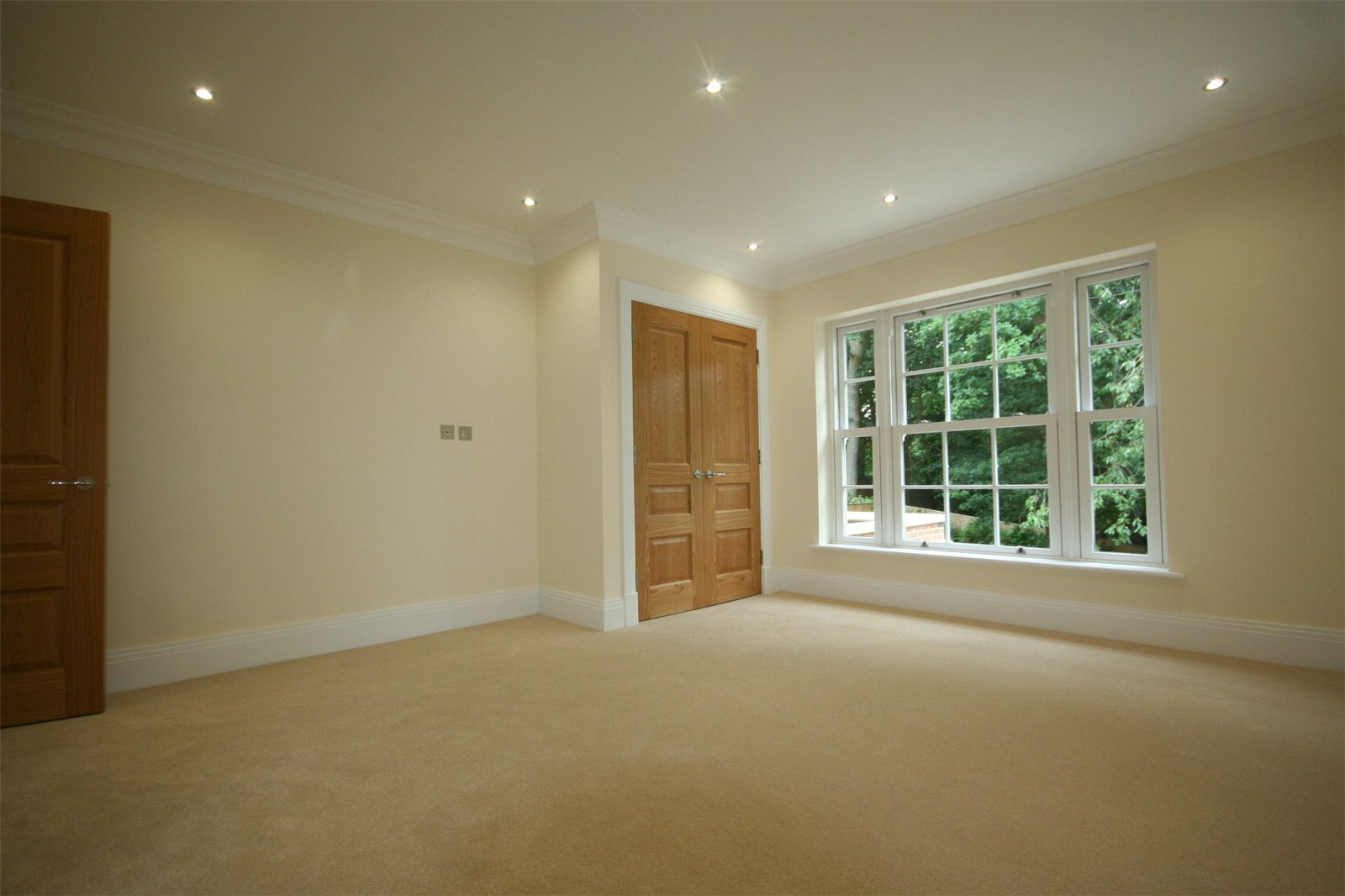 Additional photo for property listing at Strawberry Hill, Gerrards Cross, Buckinghamshire, SL9 Gerrards Cross, England