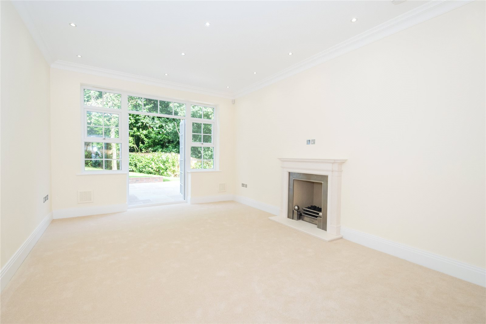 Additional photo for property listing at Strawberry Hill, Gerrards Cross, Buckinghamshire, SL9 Gerrards Cross, Αγγλια