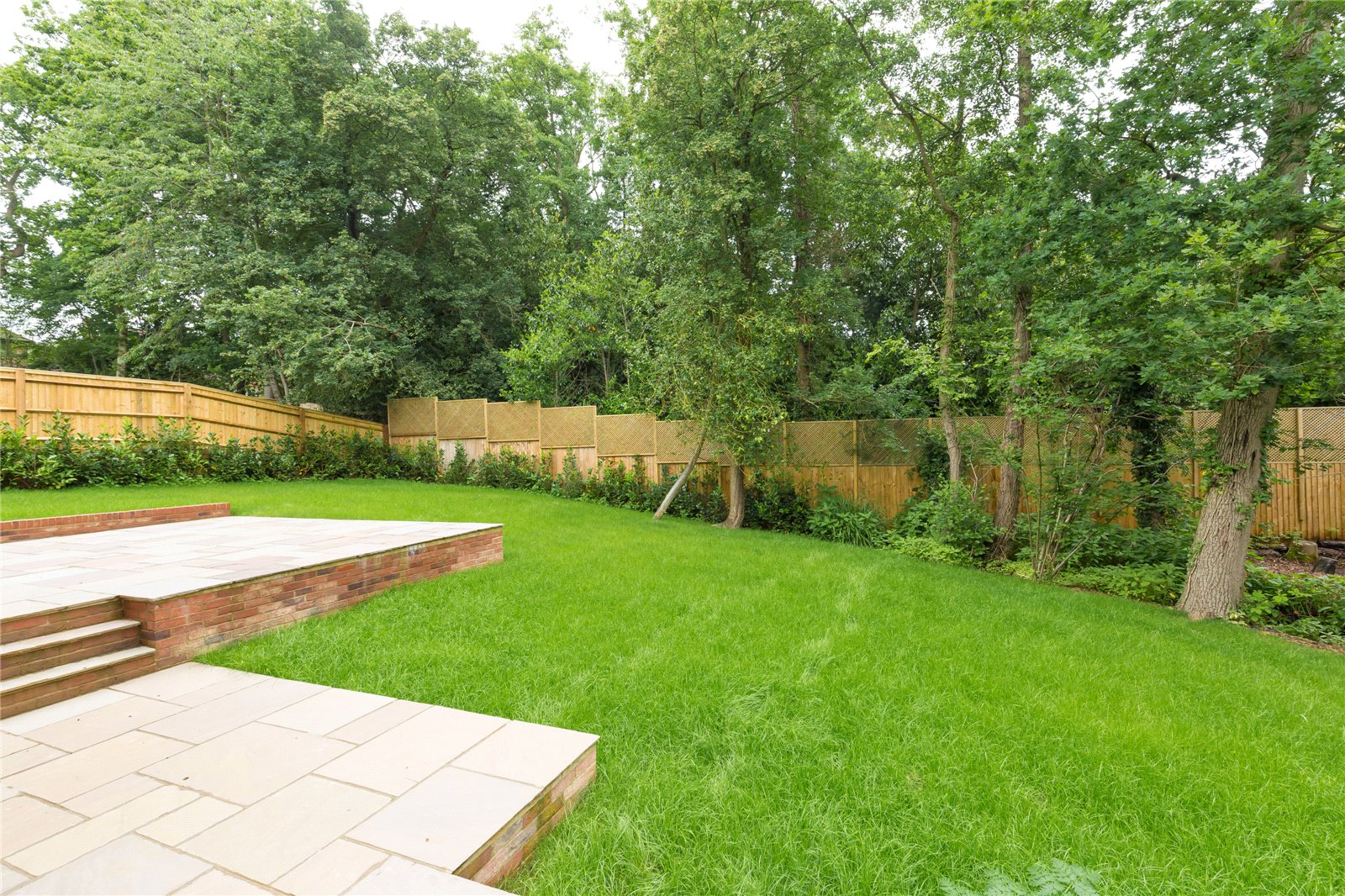 Additional photo for property listing at Strawberry Hill, Gerrards Cross, Buckinghamshire, SL9 Gerrards Cross, Англия