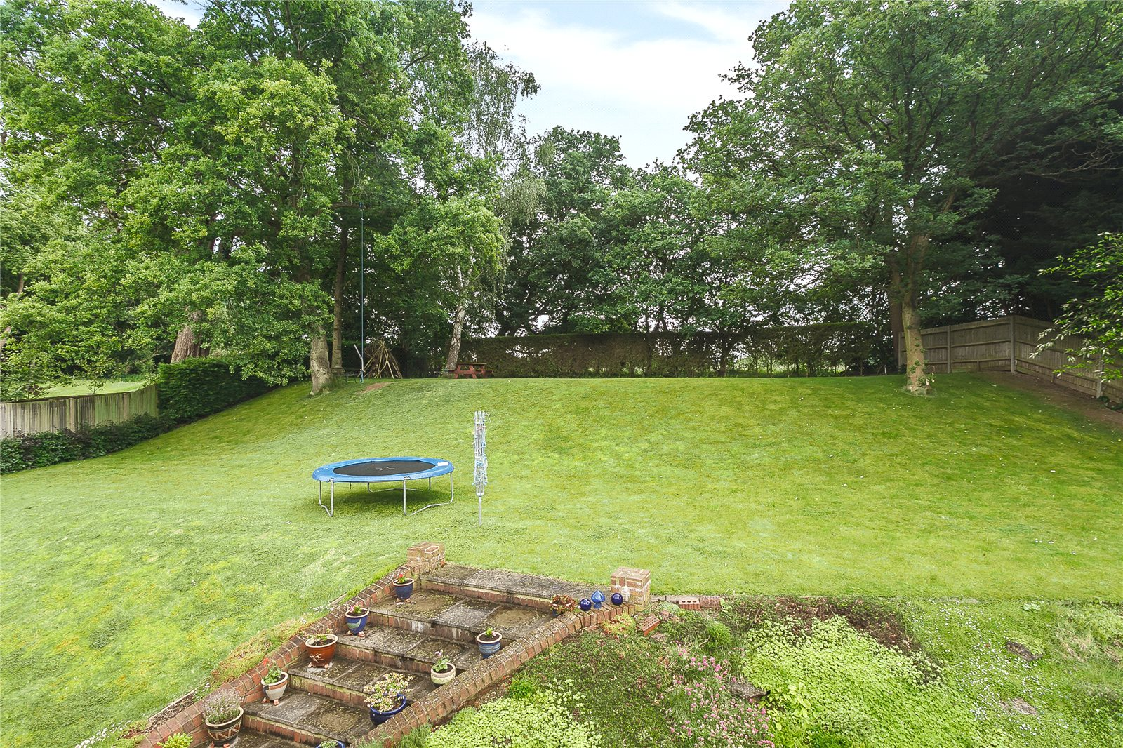 Additional photo for property listing at Camp Road, Gerrards Cross, Buckinghamshire, SL9 Gerrards Cross, 영국