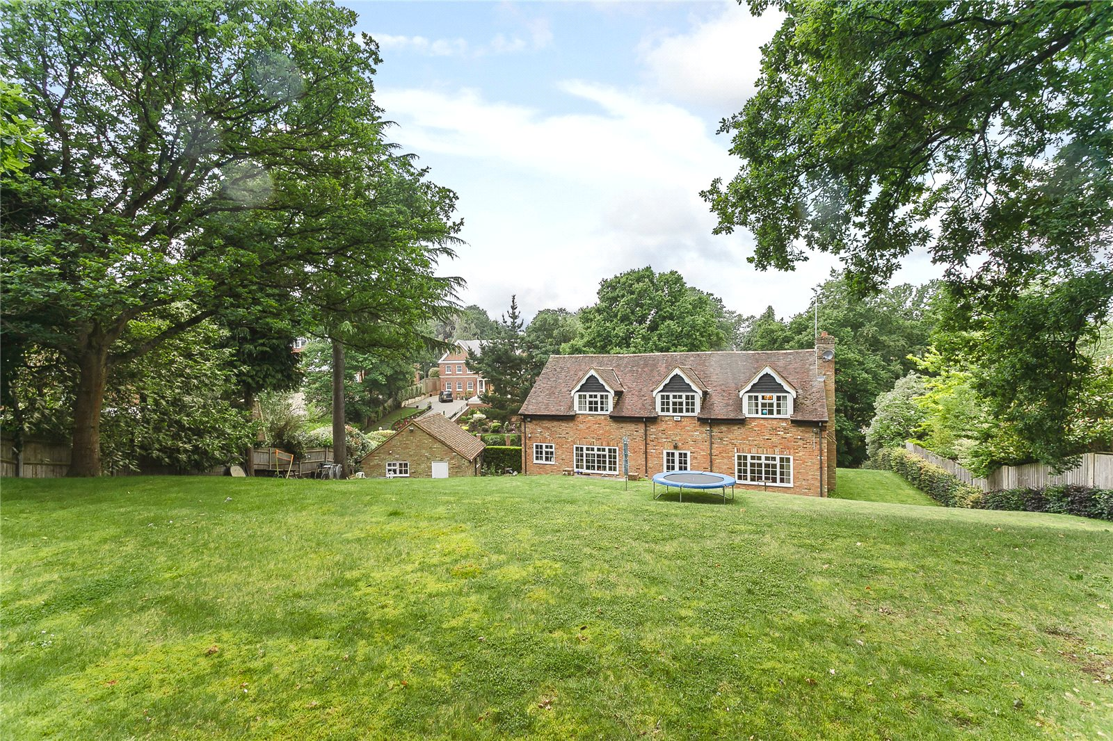 Additional photo for property listing at Camp Road, Gerrards Cross, Buckinghamshire, SL9 Gerrards Cross, Англия