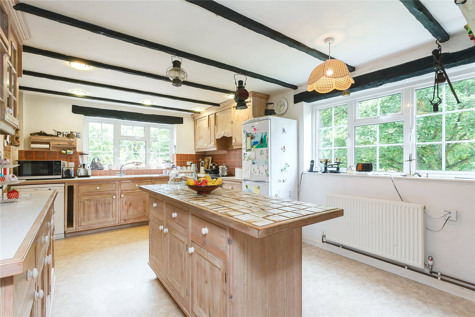 Additional photo for property listing at Camp Road, Gerrards Cross, Buckinghamshire, SL9 Gerrards Cross, Ingiltere