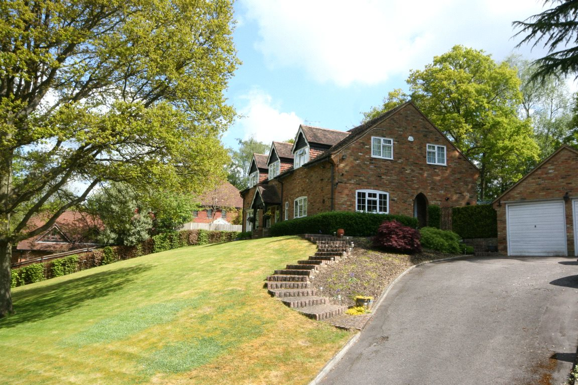 Additional photo for property listing at Camp Road, Gerrards Cross, Buckinghamshire, SL9 Gerrards Cross, Anh Quốc