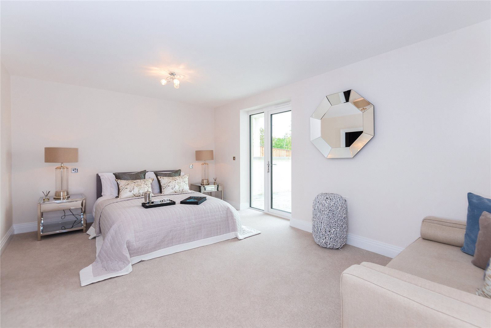 Additional photo for property listing at South Park Crescent, Gerrards Cross, Buckinghamshire, SL9 Gerrards Cross, Αγγλια