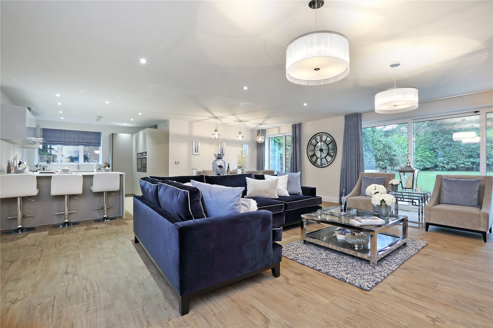Additional photo for property listing at South Park Crescent, Gerrards Cross, Buckinghamshire, SL9 Gerrards Cross, Engeland