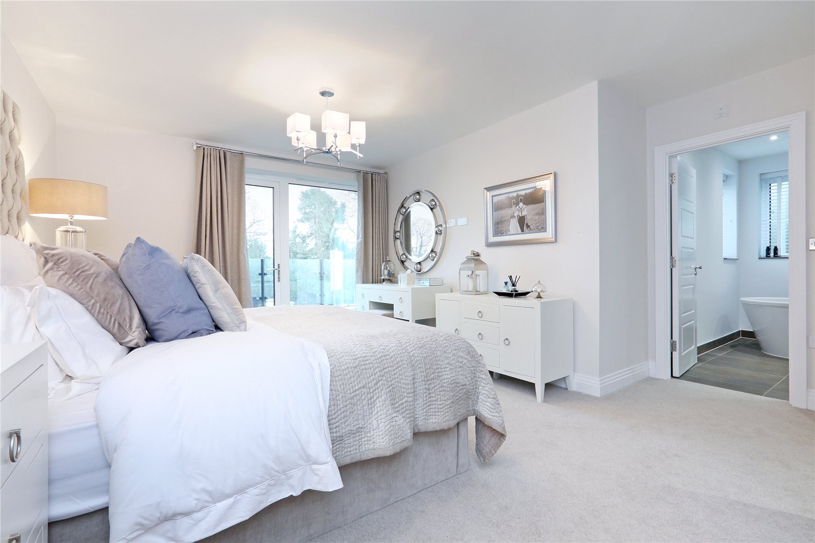 Additional photo for property listing at South Park Crescent, Gerrards Cross, Buckinghamshire, SL9 Gerrards Cross, Angleterre