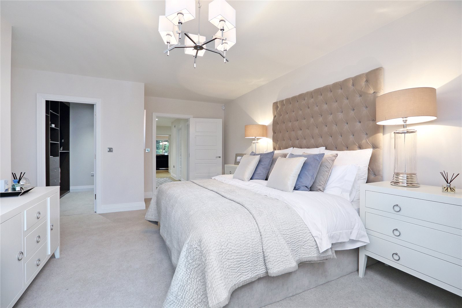 Additional photo for property listing at South Park Crescent, Gerrards Cross, Buckinghamshire, SL9 Gerrards Cross, Англия