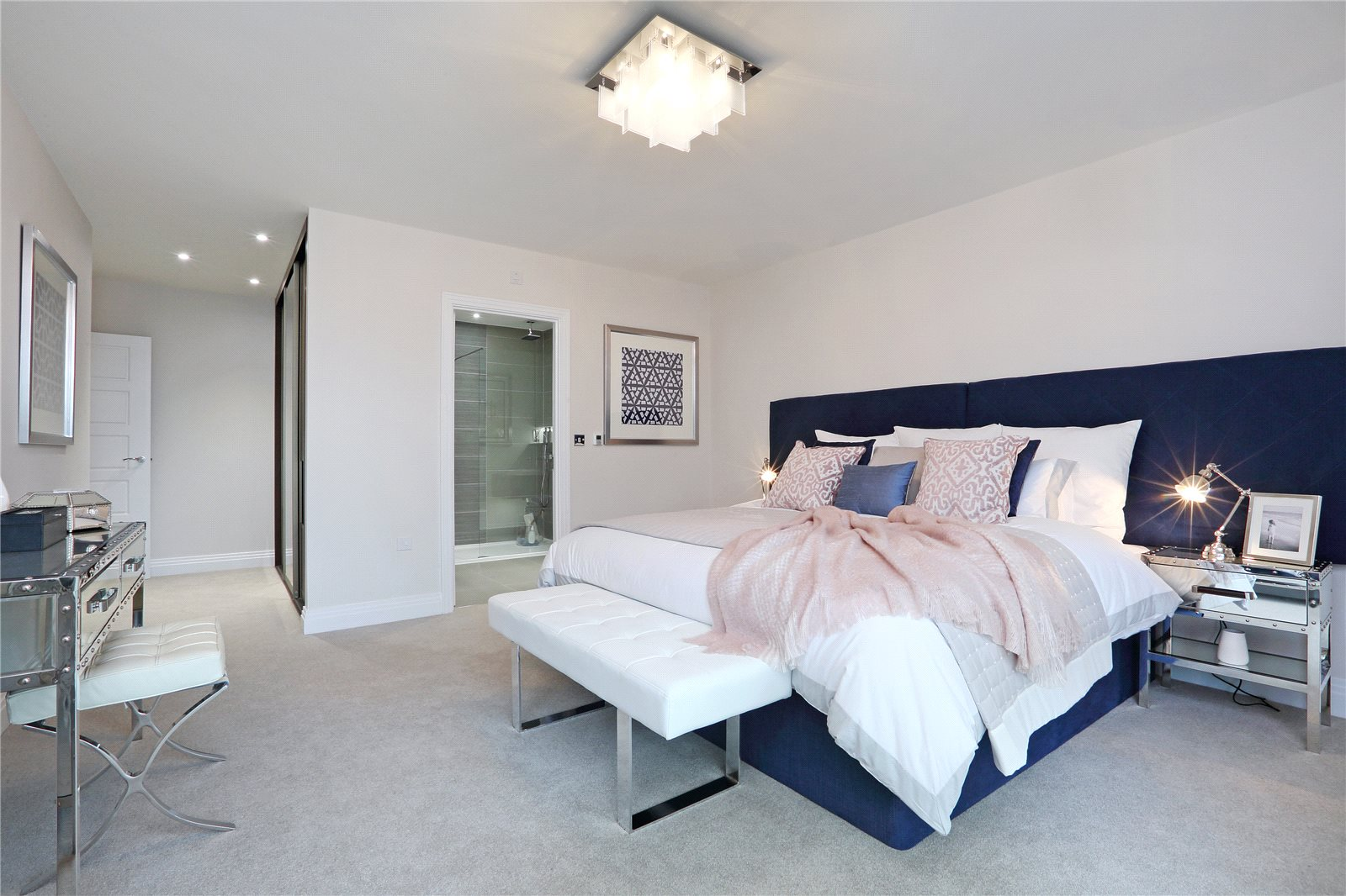 Additional photo for property listing at South Park Crescent, Gerrards Cross, Buckinghamshire, SL9 Gerrards Cross, Ingiltere
