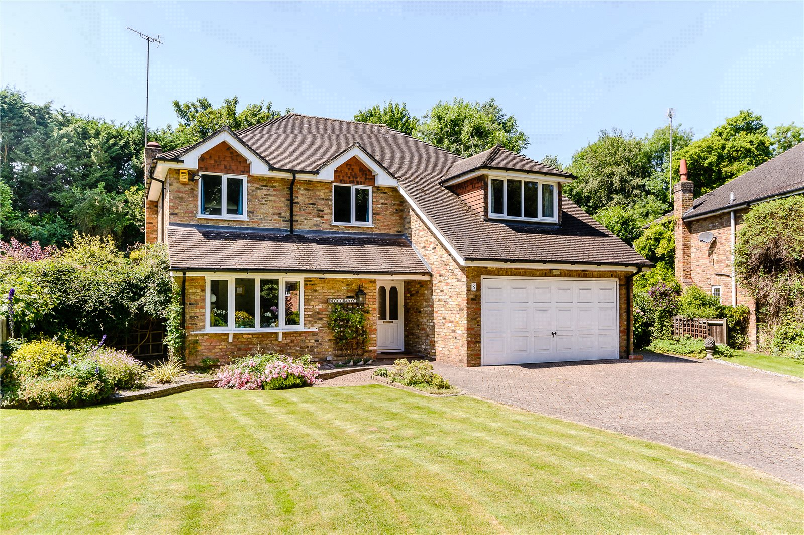 Single Family Home for Sale at Russett Hill, Chalfont St Peter, Buckinghamshire, SL9 Chalfont St Peter, England
