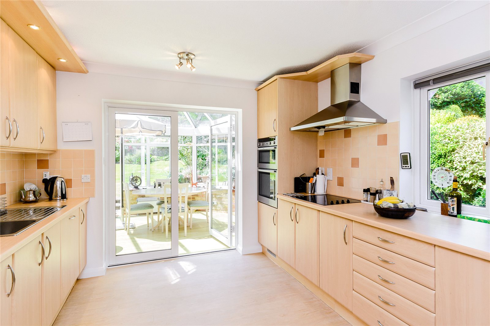 Additional photo for property listing at Russett Hill, Chalfont St Peter, Buckinghamshire, SL9 Chalfont St Peter, Англия