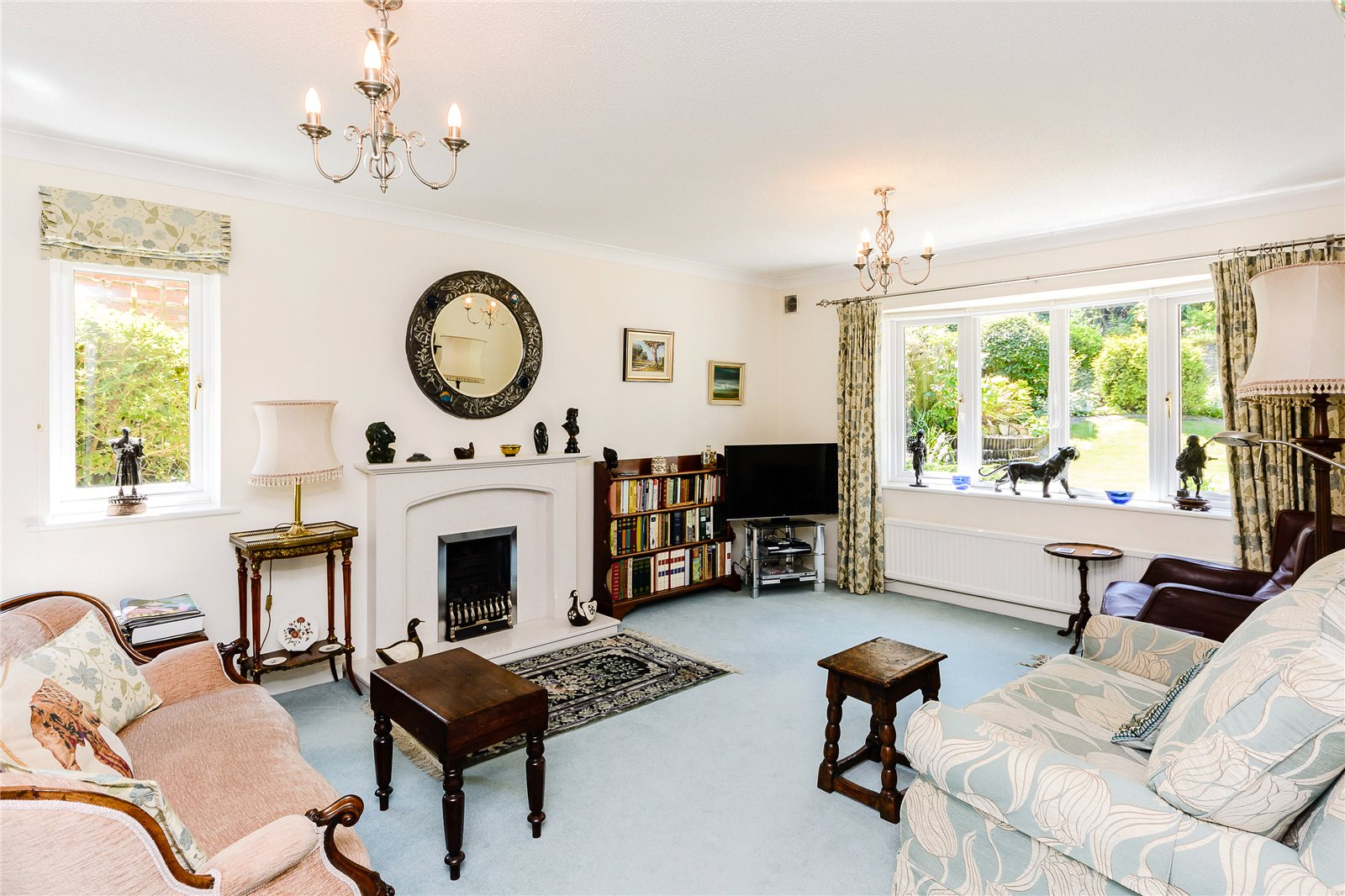 Additional photo for property listing at Russett Hill, Chalfont St Peter, Buckinghamshire, SL9 Chalfont St Peter, Ingiltere