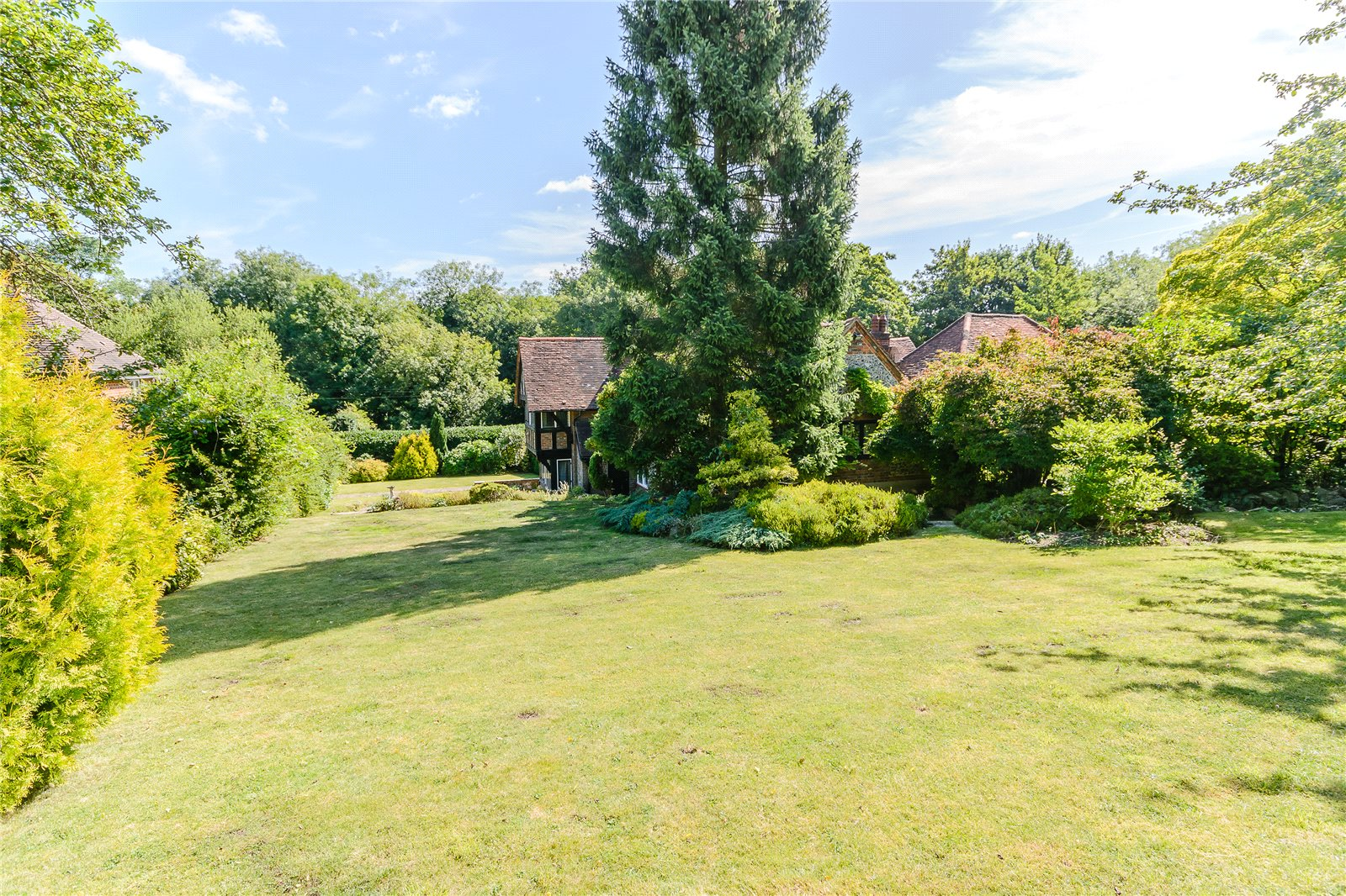 Additional photo for property listing at Claydon Lane, Chalfont St Peter, Gerrards Cross, Buckinghamshire, SL9 Gerrards Cross, Angleterre