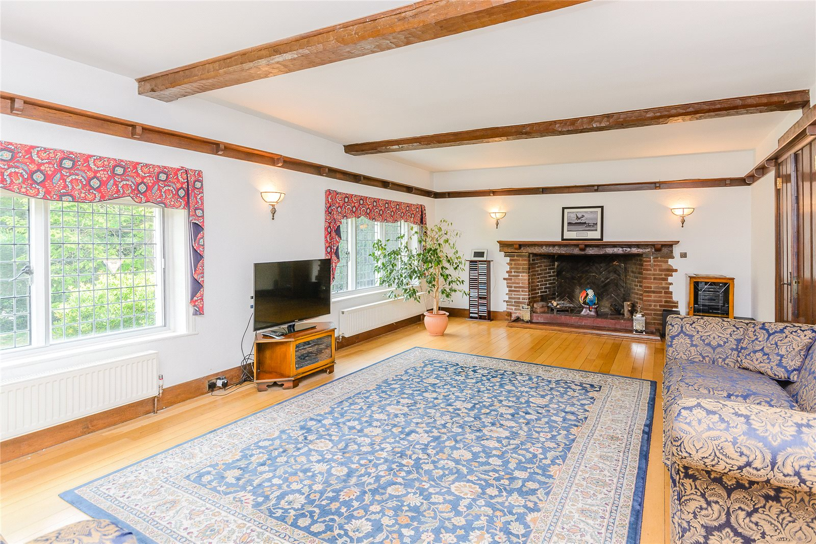 Additional photo for property listing at Claydon Lane, Chalfont St Peter, Gerrards Cross, Buckinghamshire, SL9 Gerrards Cross, Inglaterra