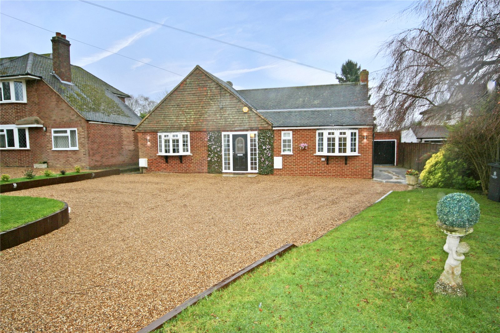 Single Family Home for Sale at Farthing Green Lane, Stoke Poges, Buckinghamshire, SL2 Stoke Poges, England