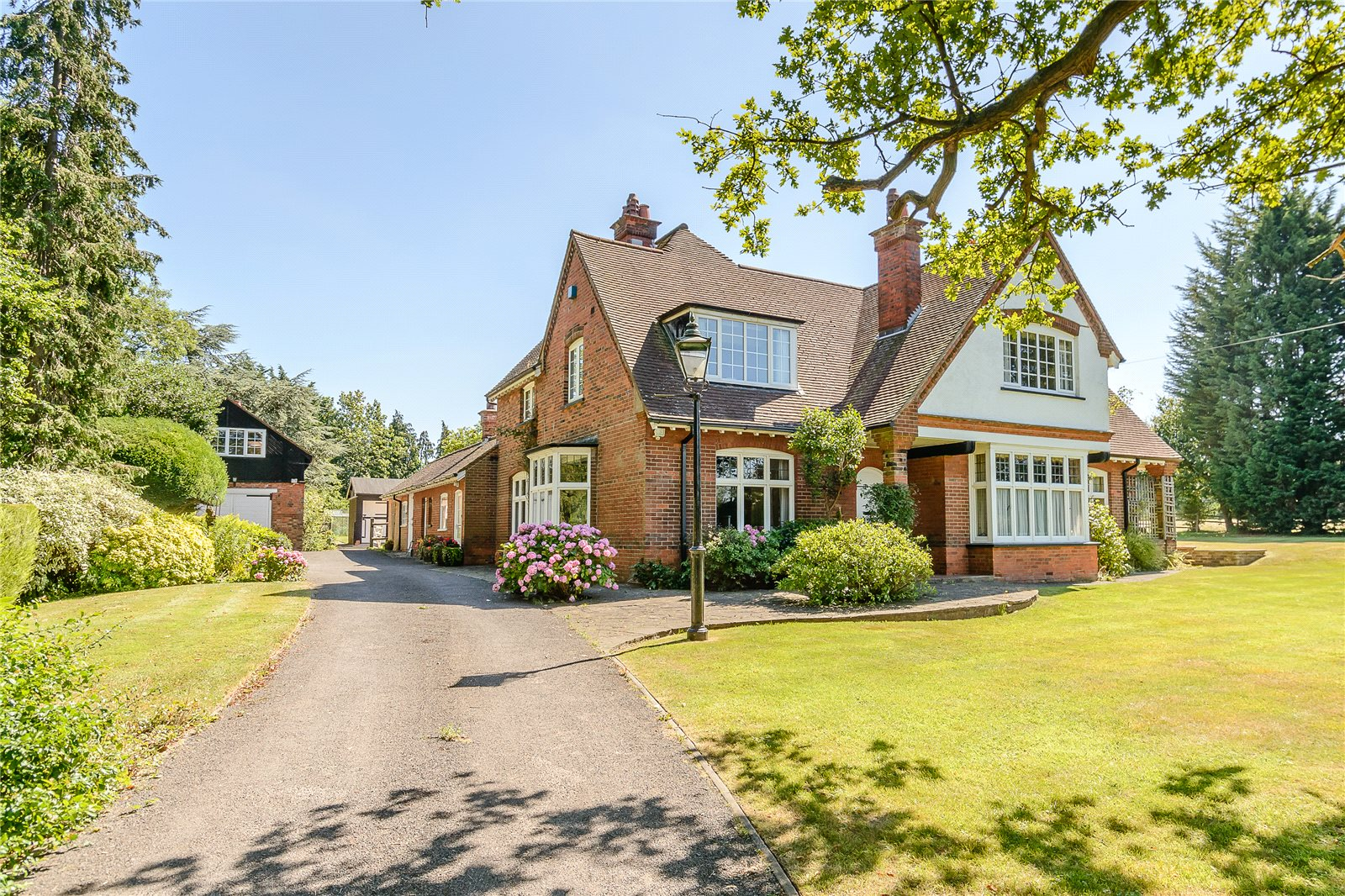 Additional photo for property listing at Harefield Road, Rickmansworth, Hertfordshire, WD3 Rickmansworth, Αγγλια