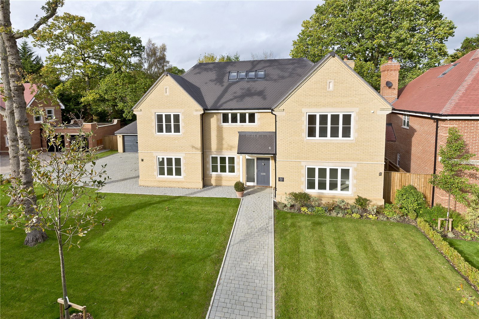 Single Family Home for Sale at Glade In The Spinney, Gerrards Cross, Buckinghamshire, SL9 Gerrards Cross, England
