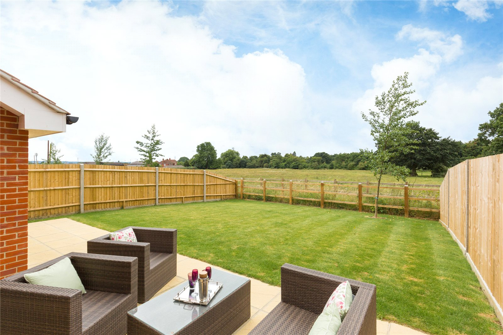 Additional photo for property listing at The Ash, Norfolk Place, Love Lane, Iver, Buckinghamshire, SL0 Iver, Angleterre