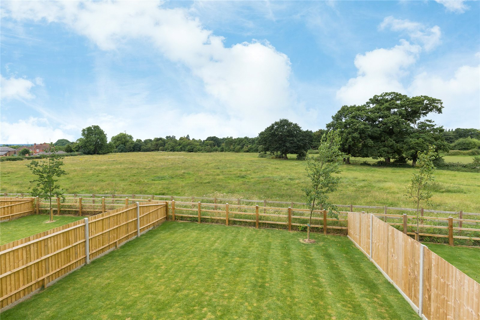 Additional photo for property listing at The Ash, Norfolk Place, Love Lane, Iver, Buckinghamshire, SL0 Iver, Ingiltere
