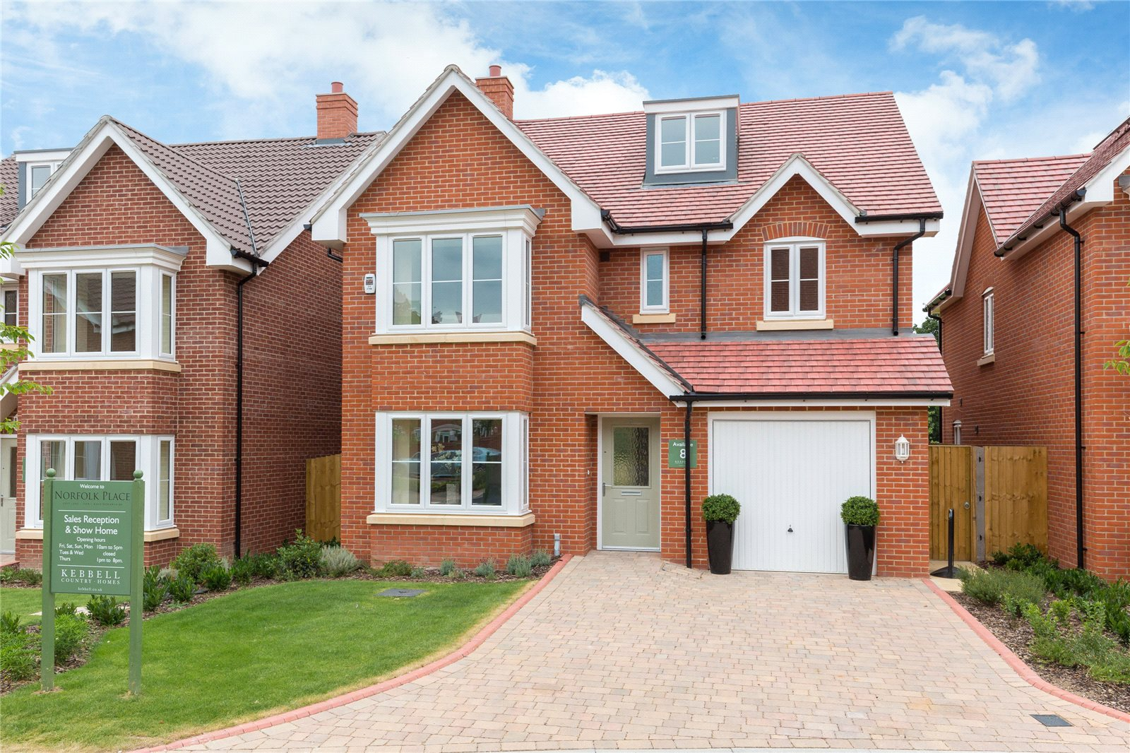 Additional photo for property listing at The Ash, Norfolk Place, Love Lane, Iver, Buckinghamshire, SL0 Iver, Anh Quốc
