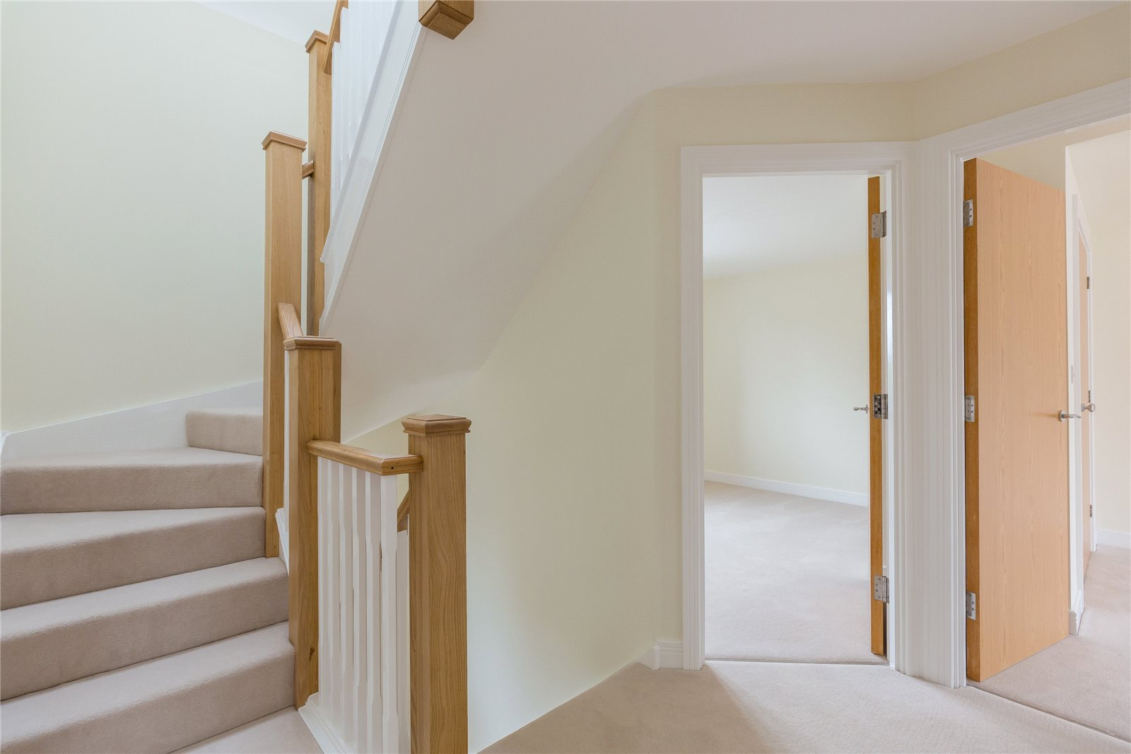 Additional photo for property listing at The Oak, Norfolk Place, Love Lane, Iver, Buckinghamshire, SL0 Iver, Inghilterra