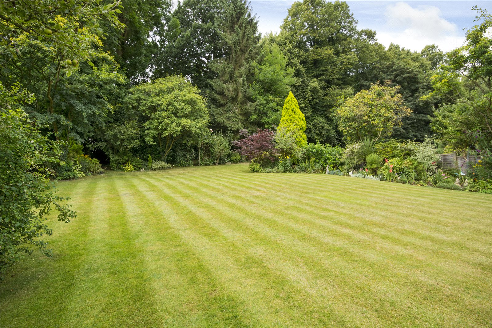 Additional photo for property listing at Claydon End, Chalfont St Peter, Gerrards Cross, Buckinghamshire, SL9 Gerrards Cross, Ingiltere