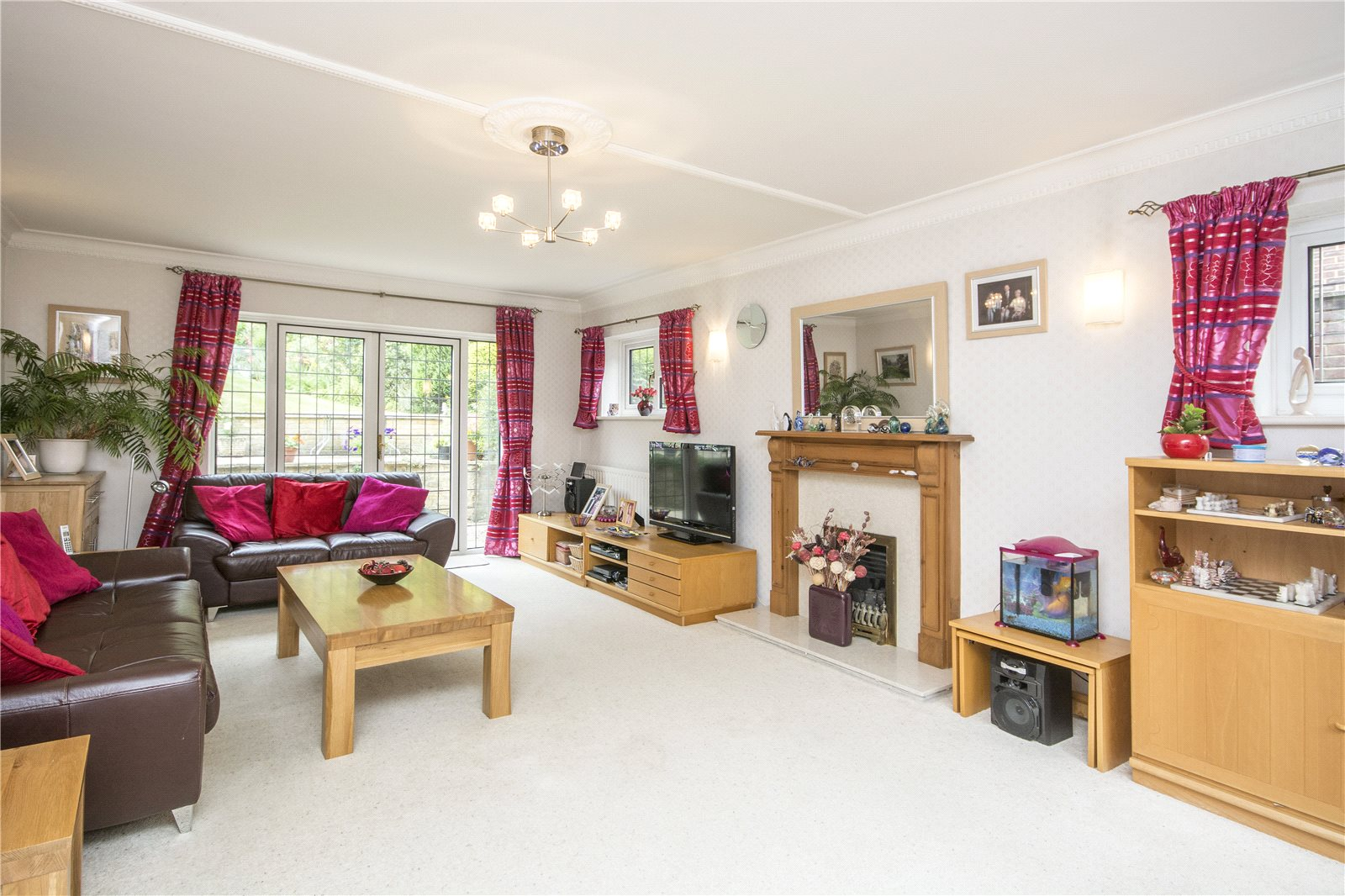 Additional photo for property listing at Claydon End, Chalfont St Peter, Gerrards Cross, Buckinghamshire, SL9 Gerrards Cross, Angleterre