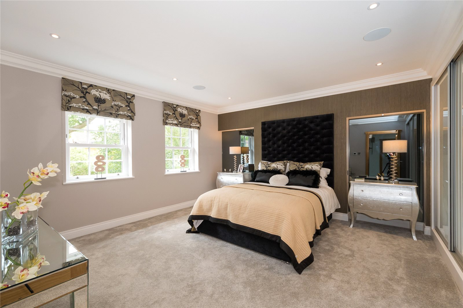Additional photo for property listing at Coombe Vale, Gerrards Cross, Buckinghamshire, SL9 Gerrards Cross, Engeland