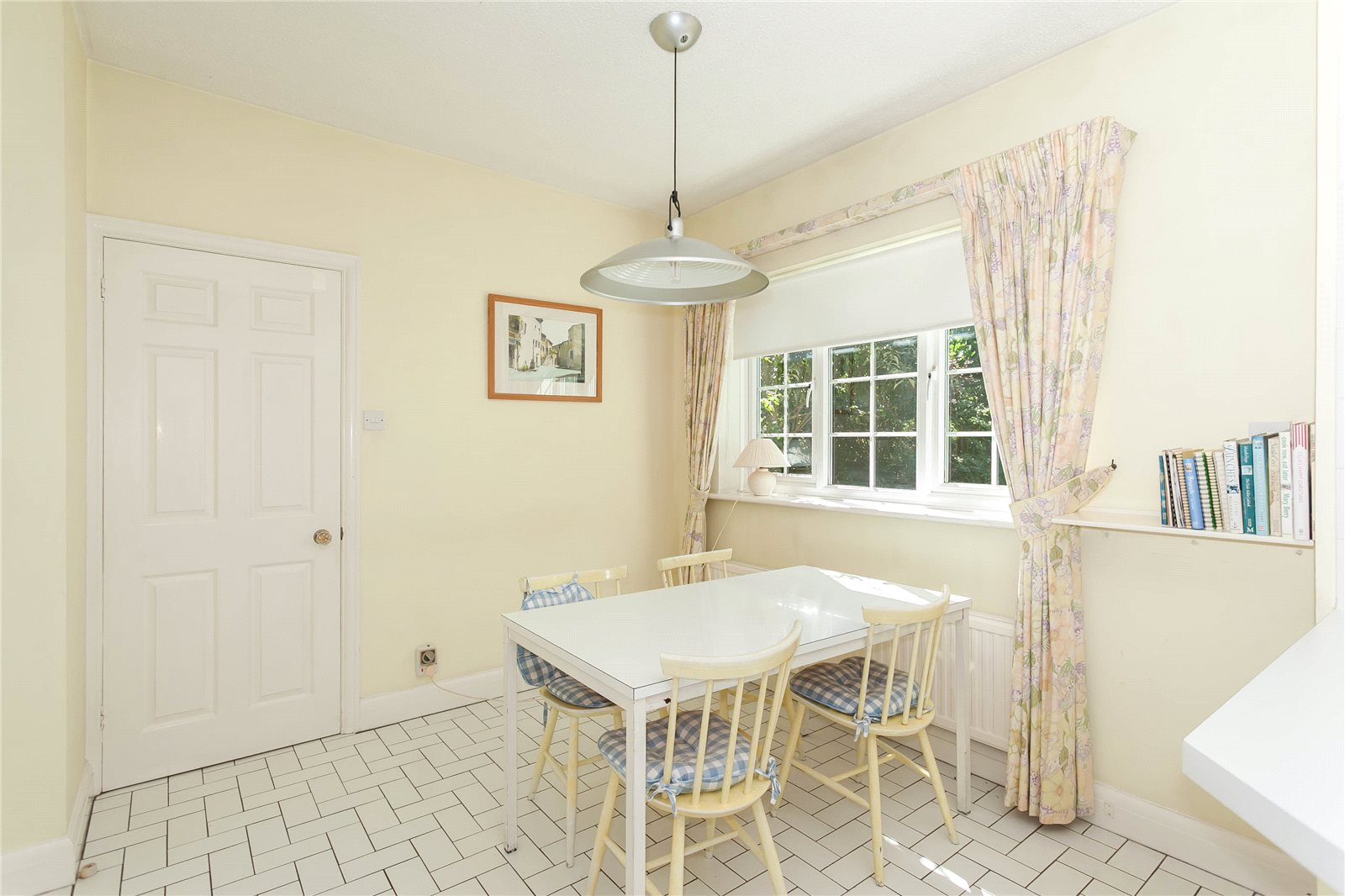 Additional photo for property listing at Donnay Close, Gerrards Cross, Buckinghamshire, SL9 Gerrards Cross, England
