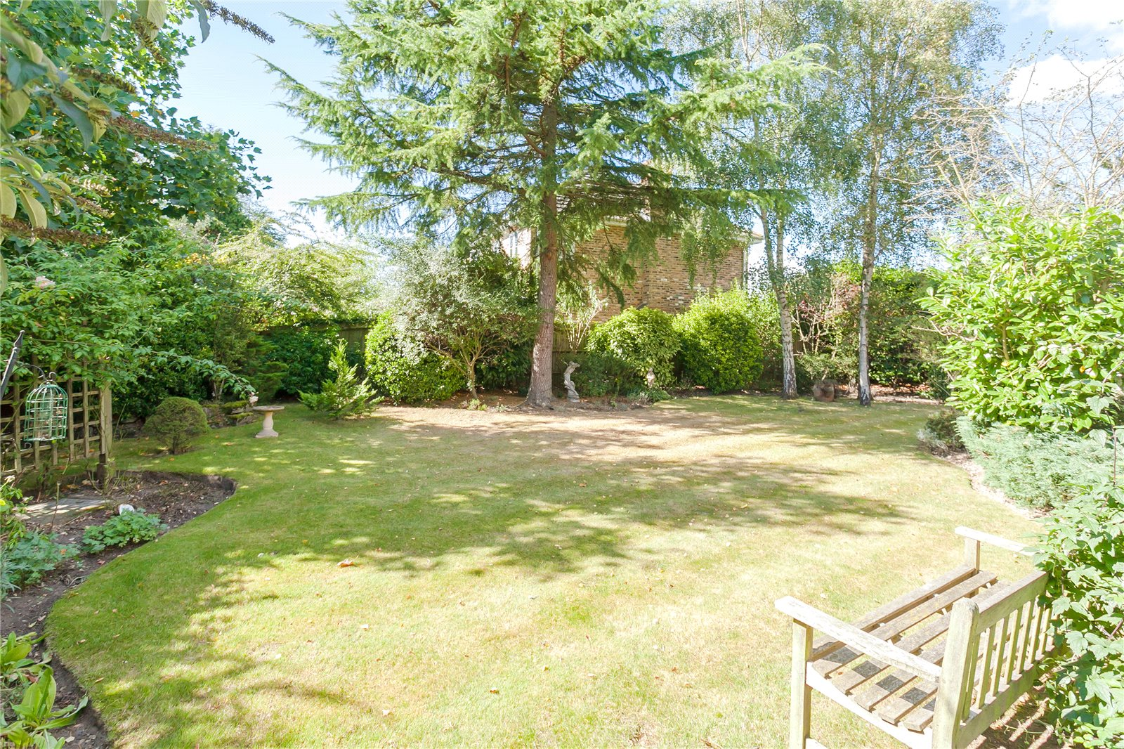 Additional photo for property listing at Donnay Close, Gerrards Cross, Buckinghamshire, SL9 Gerrards Cross, Engeland