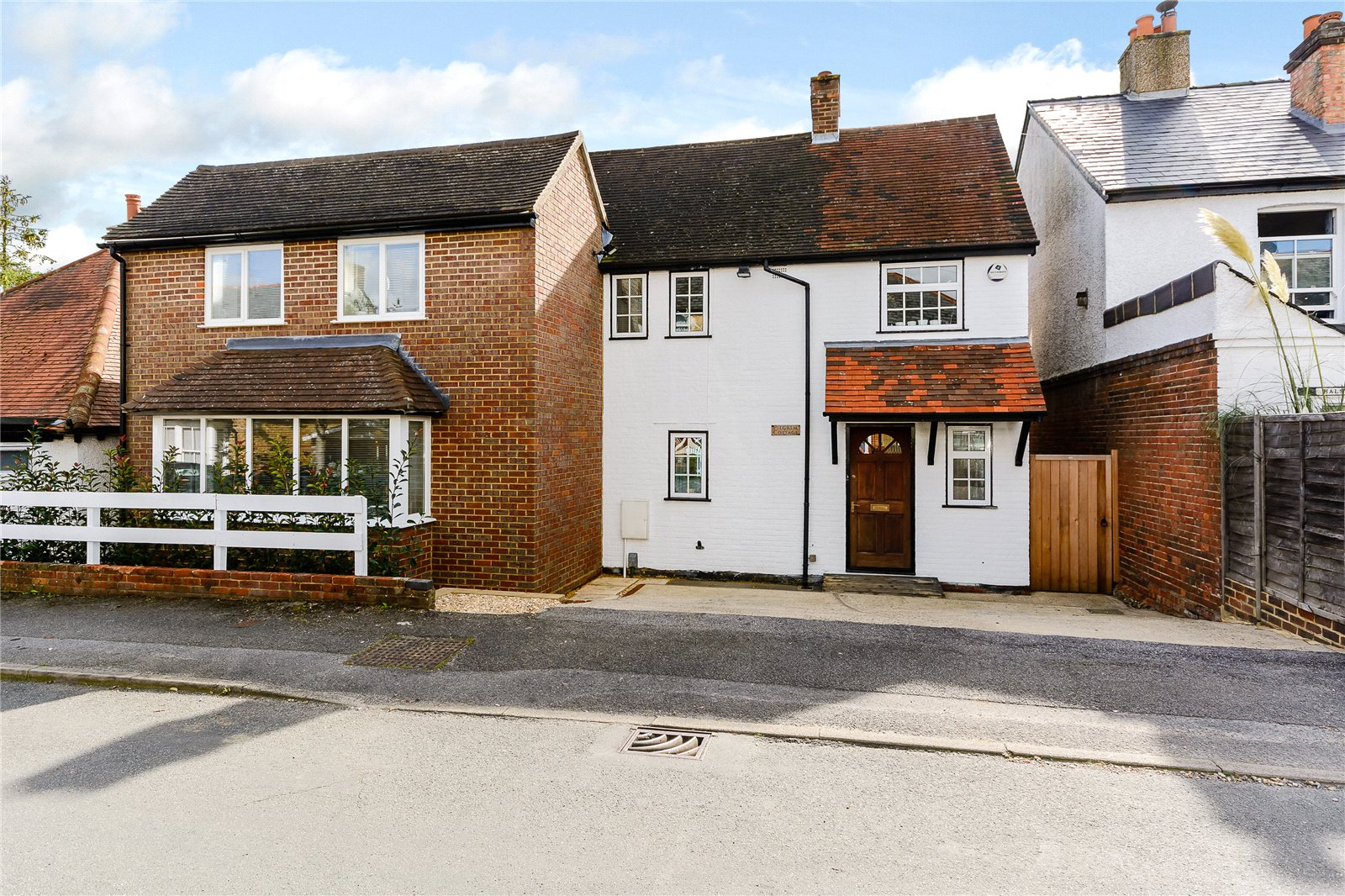 Additional photo for property listing at Orchard Grove, Chalfont St Peter, Buckinghamshire, SL9 Chalfont St Peter, Ingiltere