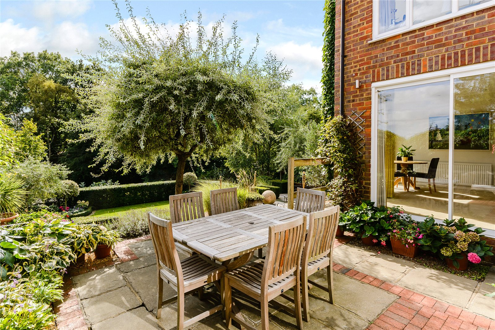 Additional photo for property listing at Orchard Grove, Chalfont St Peter, Buckinghamshire, SL9 Chalfont St Peter, Inglaterra