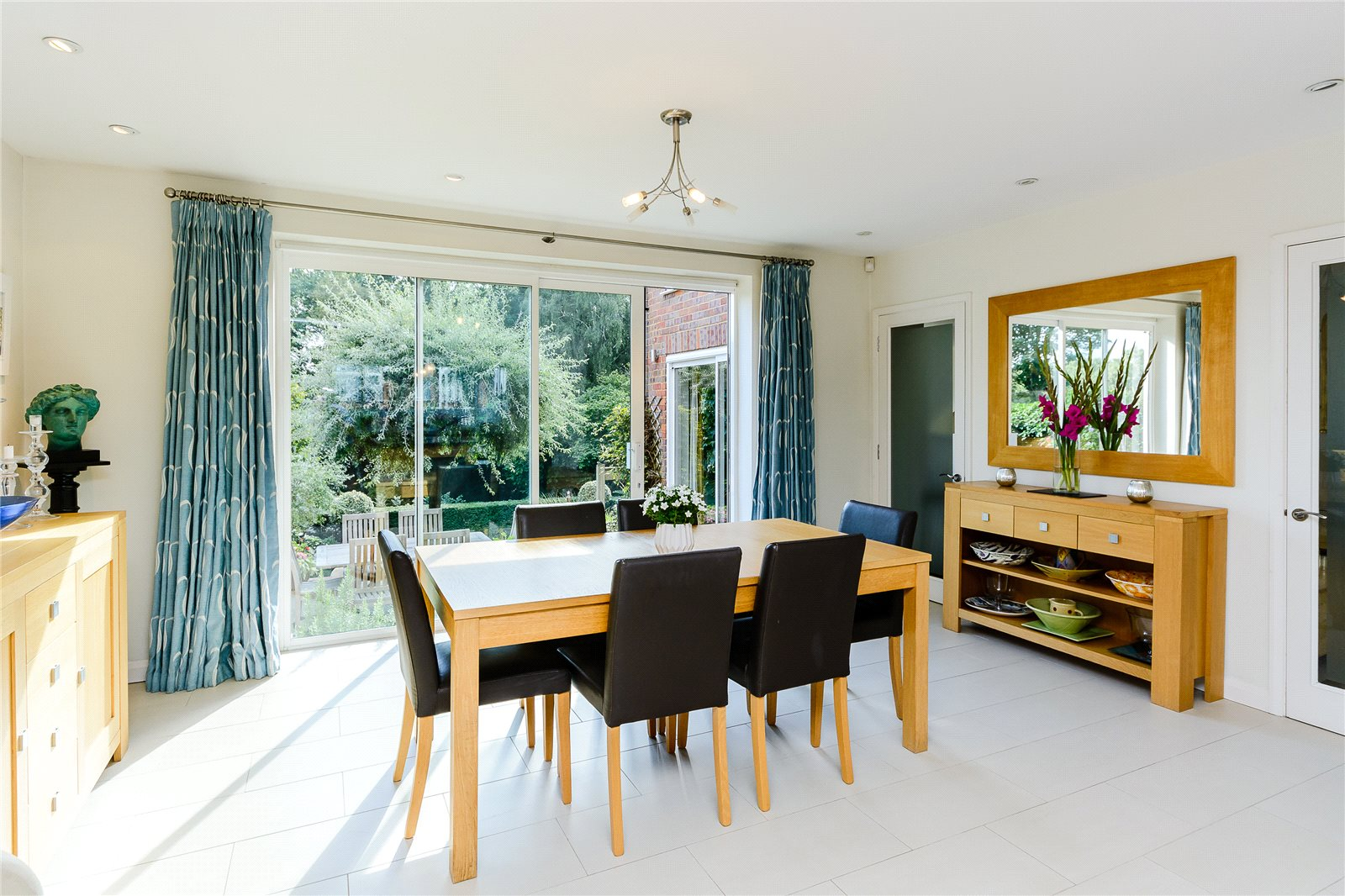 Additional photo for property listing at Orchard Grove, Chalfont St Peter, Buckinghamshire, SL9 Chalfont St Peter, England