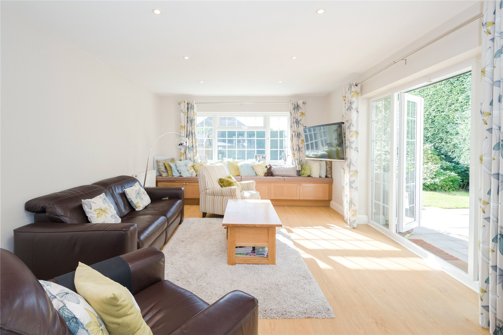 Additional photo for property listing at Priory Road, Chalfont St Peter, Buckinghamshire, SL9 Chalfont St Peter, Ingiltere