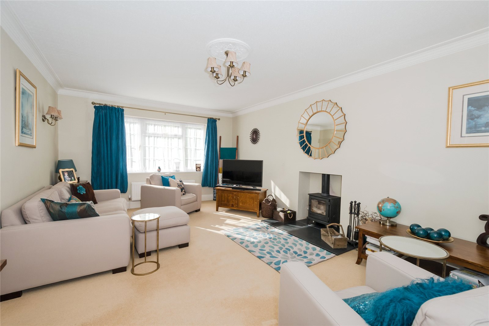 Additional photo for property listing at Priory Road, Chalfont St Peter, Buckinghamshire, SL9 Chalfont St Peter, England