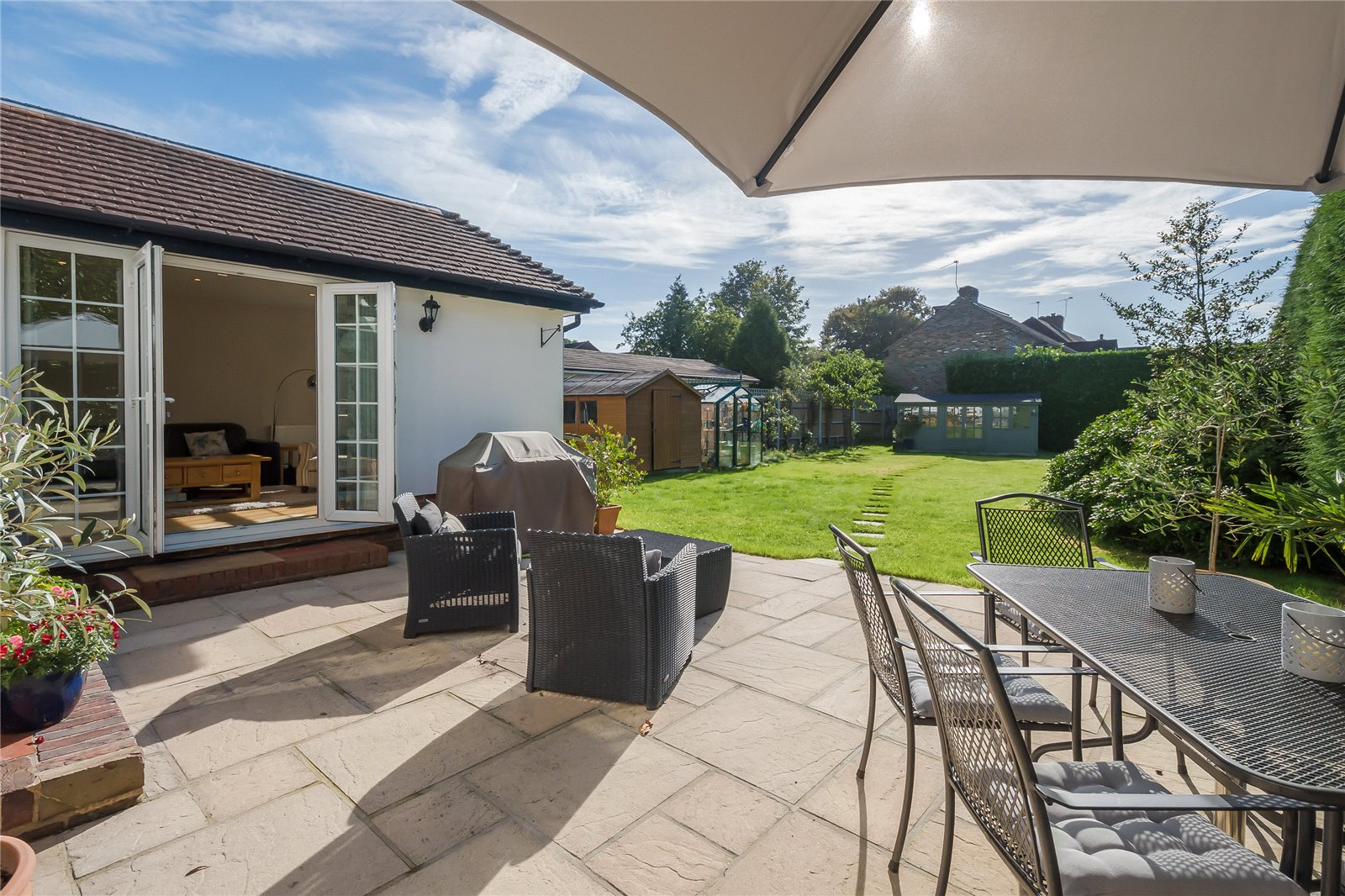Additional photo for property listing at Priory Road, Chalfont St Peter, Buckinghamshire, SL9 Chalfont St Peter, Англия