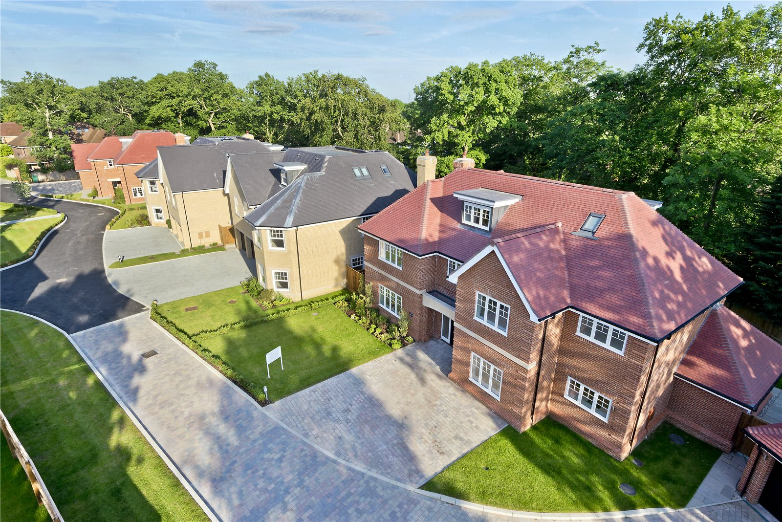 Additional photo for property listing at Glade In The Spinney, Gerrards Cross, Buckinghamshire, SL9 Gerrards Cross, Αγγλια