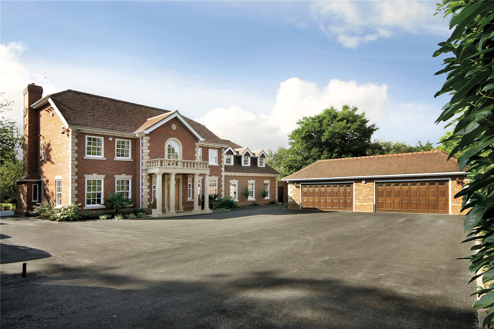 Additional photo for property listing at Tilehouse Lane, Denham, Buckinghamshire, UB9 Denham, Angleterre