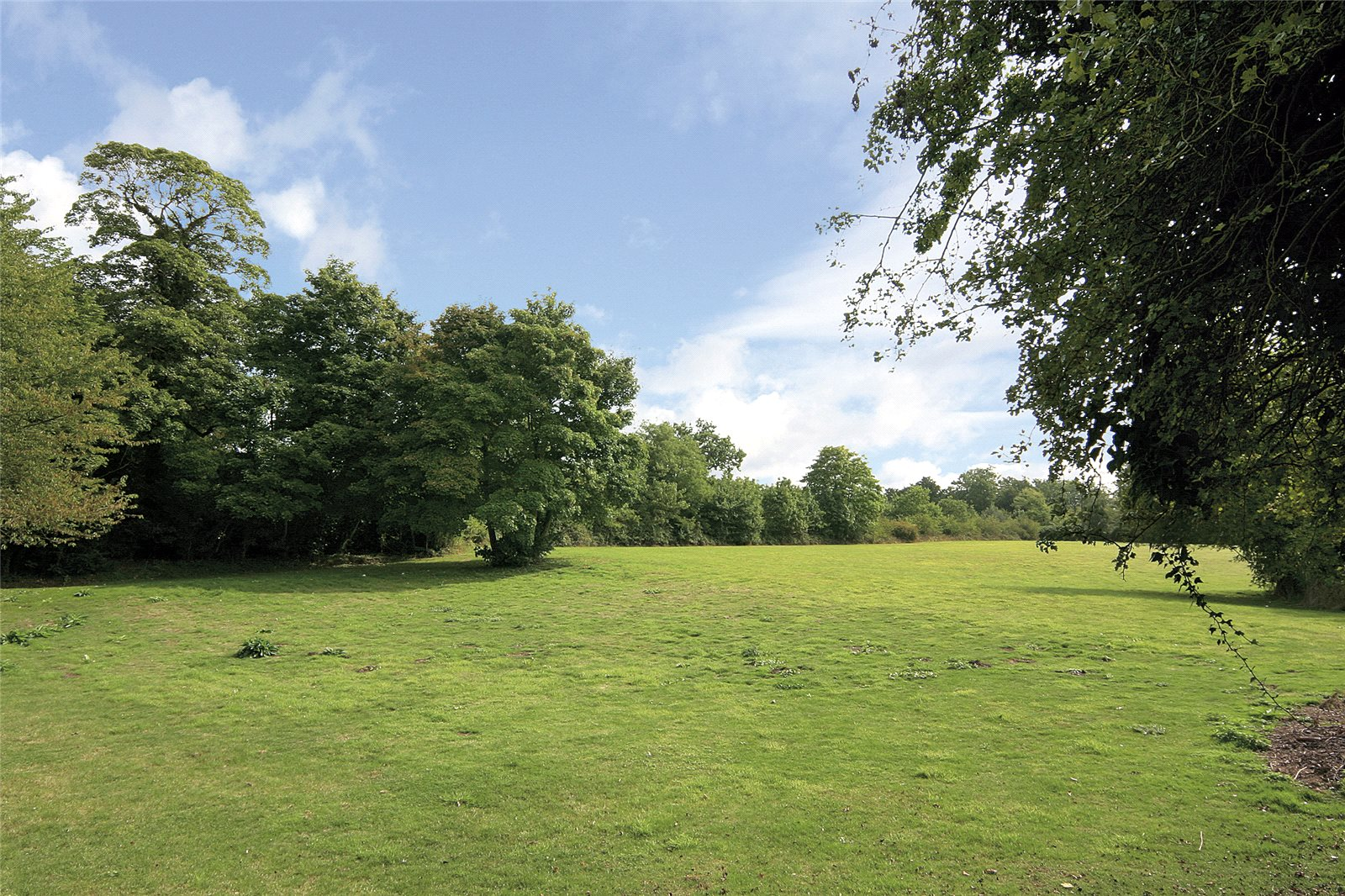 Additional photo for property listing at Tilehouse Lane, Denham, Buckinghamshire, UB9 Denham, Ingiltere