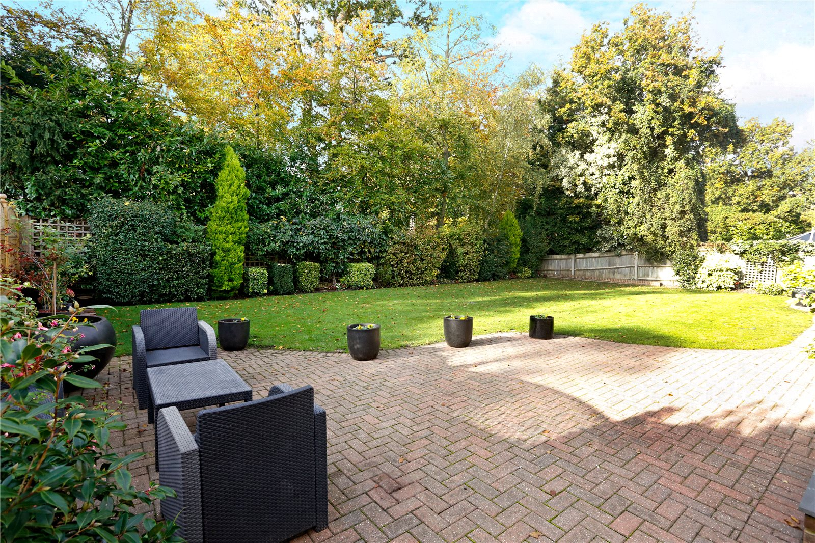 Additional photo for property listing at St Huberts Close, Gerrards Cross, Buckinghamshire, SL9 Gerrards Cross, Ingiltere